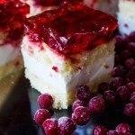 Ciasto nabiszkopcie zmasą jogurtową iporzeczkami
