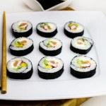 Sushi zwędzonym łososiem